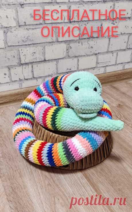 PDF Радужный удав крючком. FREE crochet pattern; Аmigurumi toy patterns. Амигуруми схемы и описания на русском. Вязаные игрушки и поделки своими руками #amimore - Плюшевая змея, большая змейка из плюшевой пряжи.