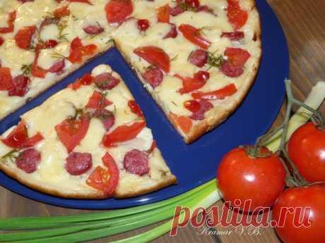Ленивая пицца на сковороде  Нам потребуется: 4 ст.л. - сметаны 4 ст.л. - муки Показать полностью…