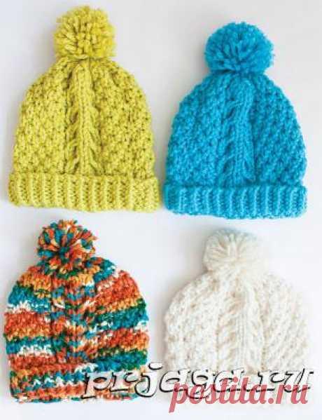 Разноцветные шапки спицами для женщин.
