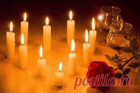 При свечах