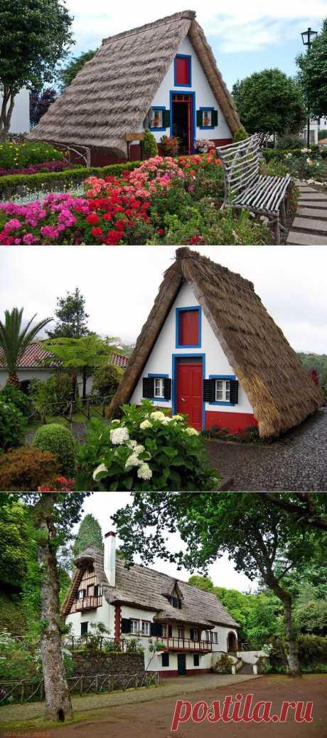 Город Сантана и дома с соломенными крышами. Мадейра, Португалия.