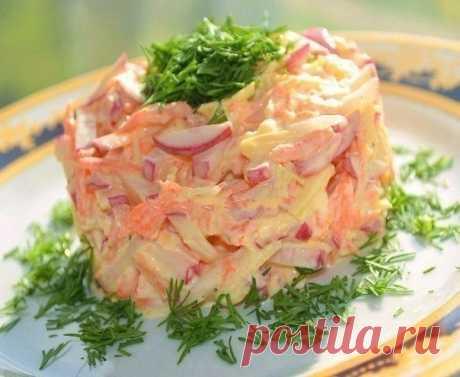 Салат для похудения  47.96 ккал на 100 г Для приготовления салата для похудения понадобятся:  Морковка свежая -2 штуки Свежее сочное яблоко - 1 шт. Сладкий перец - 2 штуки Пучок укропа Низкокалорийный йогурт либо другая диетическая заправка (жирность не более 3%)  Способ приготовления салата для похудения:  Очистите яблоки, удалите семечки и сердцевину и нарежьте кубиками. 2. Сладкий перец порежьте также.  3. Натрите морковь на крупной терке.  4. Порежьте укроп и посыпьте ...
