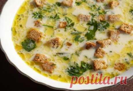 Сырный суп с гренками.