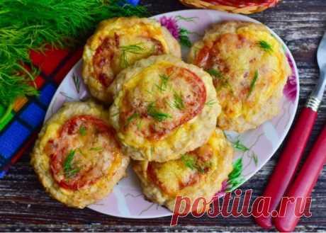 Мясные гнезда с помидорами и сыром