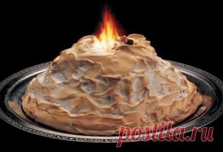 """Торт """"Снега Ла Рошели"""" можно подать на праздничный стол - У нас так Этот вкусный торт можно подать на любой праздничный стол. Особенно эффектно он будет хорош на новогоднем столе. Вкусный торт, внутри которого будет мороженое, станет приятным сюрпризом для гостей.Торт..."""