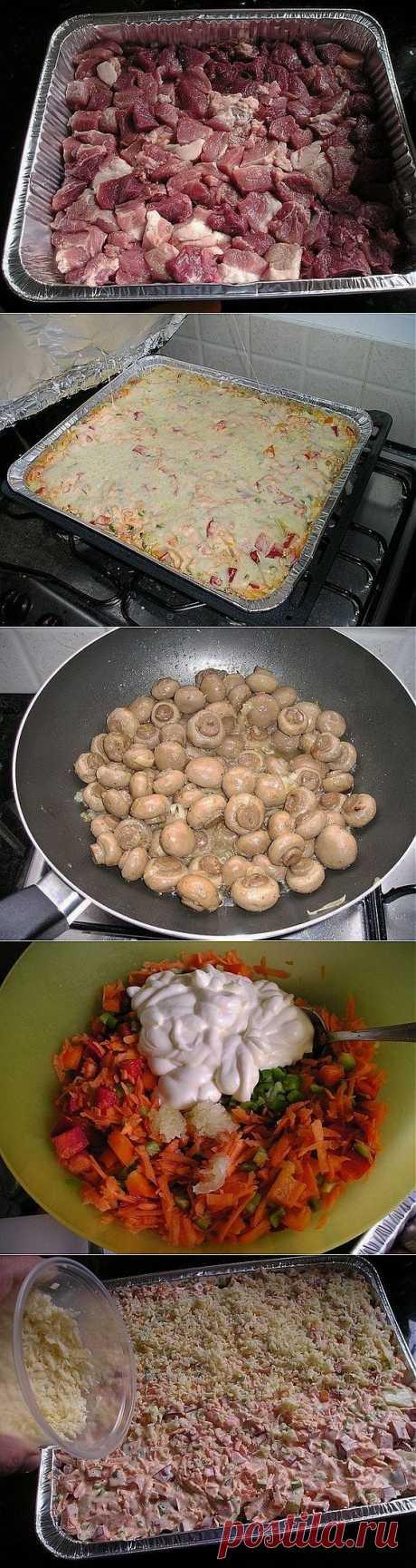 Свинина запеченная в духовке с картошкой, грибами и овощами | 8 Ложек