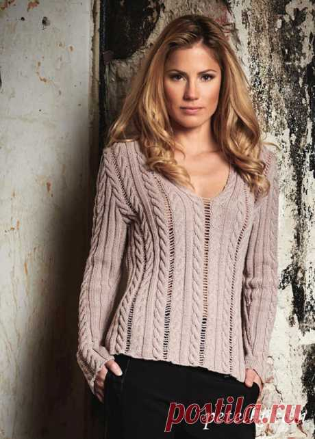 Пуловер с глубоким декольте