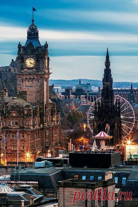 Эдинбург, Шотландия. Королевство Шотландия оставалось независимым государством до 1 мая 1707 года, когда Союзным актом оно было присоединено к Англии, образовав Соединенное королевство Великобритания. Столица Шотландии Эдинбург имеет ...