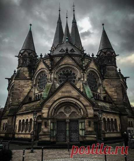 Legendary Scholar The Ringkirche (Ring Church) is a Protestant church in Wiesbaden, the state capital of Hesse, Germany.