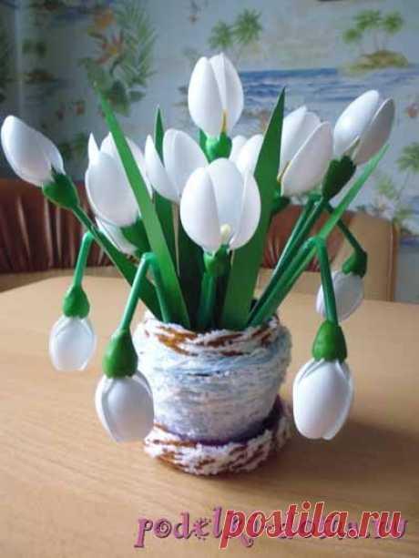Snowdrops from plastic teaspoons