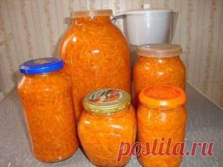 Морковь на зиму в банках - очень вкусные рецепты салата, лечо, борщевой заправки. Как хранить морковь зимой в домашних условиях Как заготовить морковь на зиму? Мы предлагаем лучшие пошаговые рецепты с фото заготовки моркови на зиму в домашних условиях – в банках, по-корейски, салат с капустой, луком, перцем, растительным маслом, лечо, заправка со свеклой. Как сохранить морковь на зиму в домашних условиях? Смотрите наши видео-рекомендации, и вы узнаете основные секреты хран...