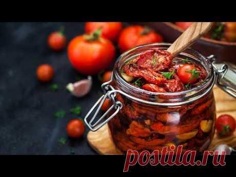 Вяленые помидоры итальянский рецепт в домашних условиях. Закуска из томатов простой рецепт - YouTube  Вяленые помидоры или вяленые помидоры очень хороши сами по себе, особенно, когда они приготовлены в домашних условиях по итальянскому рецепту. Кроме того, они могут внести приятное разнообразие в уже привычные блюда. Например, вяленые помидоры, замечательно сочетаются с салатами, рыбой, мясом, пастой.