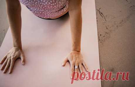 5 полезных для женщин йога-асан на каждый день (видео!) Эти упражнения легко выполняются и требуют совсем немного времени. Практикуйте их в удобное для вас время, чтобы расслабиться, почувствовать себя лучше и улучшить свое здоровье.