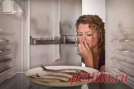 Как избавиться от неприятного запаха в холодильнике? |