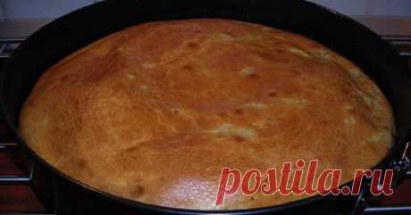 Пирог, который можно печь хоть каждый день. Сметана, пара яиц, мука — и пышная выпечка готова! А какая начинка...