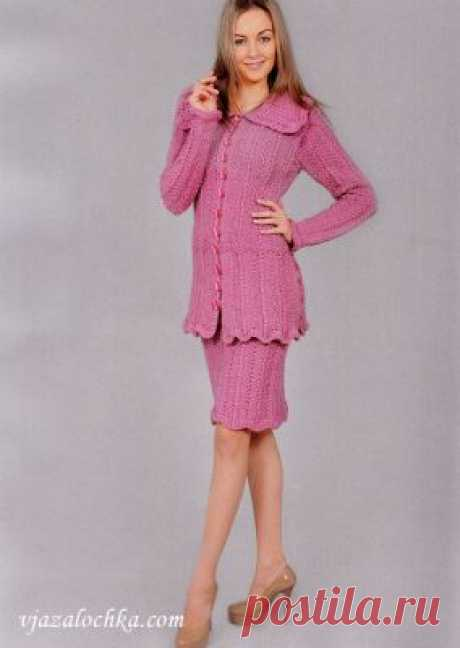 Вязаный женский костюм: жакет и юбка