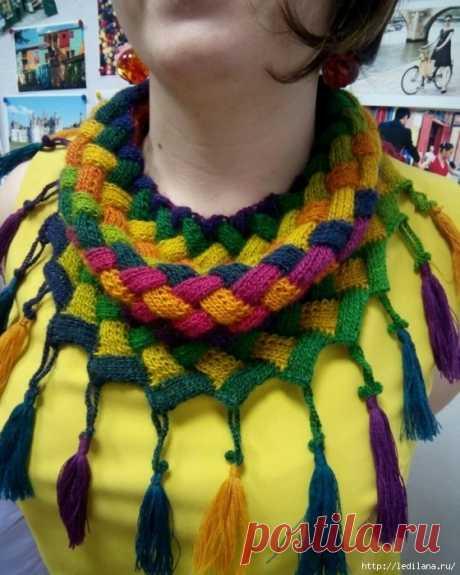 Техника плетёного вязания - энтрелак Энтрелак – не совсем привычное нашему языку слово, означает увлекательную технологию вязания, результатом которой в основном являются цветные ромбы. Связанный узор сам по себе походит на плетеную корз…