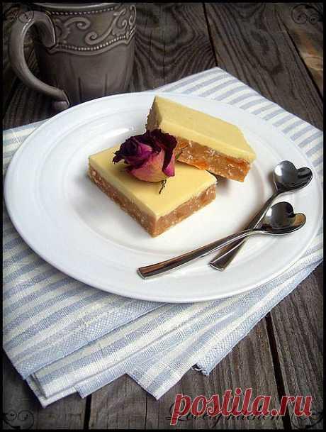 ¡Los pasteles franceses con los albaricoques secados, el nuez de coco y el chocolate blanco!