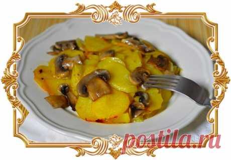 Картошка с грибами в сливочном соусе. Картошка в духовке (рецепт вегетарианский)  На днях готовили изумительную картошку в духовке! Настолько вкусную, что словами не описать! Это – картошка с грибами в сливочном соусе. Мы готовили с шампиньонами, но для приготовления вы можете использовать любые грибы – как свежие, так и замороженные.  Блюдо потрясающе вкусное! Оторваться невозможно – ароматное, сытное, пропитанное сливками. Более того – готовится проще простого! Показать полностью…