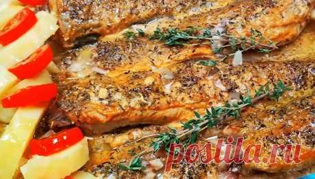 Запеченный МИНТАЙ с ГОРЧИЦЕЙ: круче, чем дорогая рыба Сегодня у нас вкусное ресторанное блюдо, всего из четырех ингредиентов, приготовленное в духовке: запеченный минтай с горчицей. Да-да, не удивляйтесь: рыба получается круче, чем из дорогих аналогов. Минтай в духовке, с травками, получается нежным и сочным. Соль и перец нам не понадобятся: только те продукты, что вы найдете ниже в описании. Во время запекания стоит …