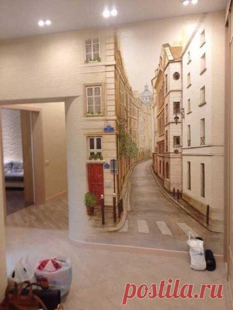 Маленькая улочка - разрисованная стена в коридоре квартиры.