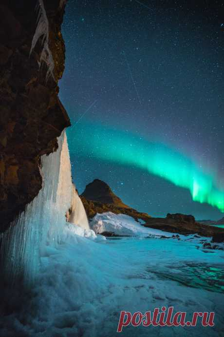mxtraculous • vurtual: Nighttime at the waterfall (by Simon...