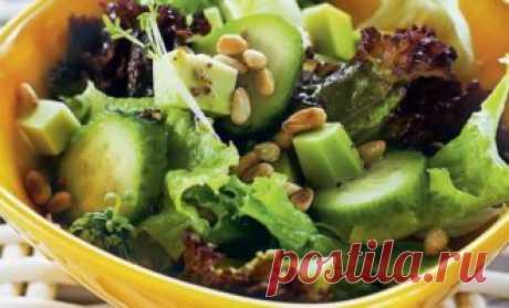 Овощной салат с авокадо под малиновым винегретом. Мы же решили внести свою лепту и немного «оживить» классическую рецептуру… В итоге получился восхитительно вкусный овощной салат с авокадо. Плюс, разумеется – красивый, сытный и очень полезный