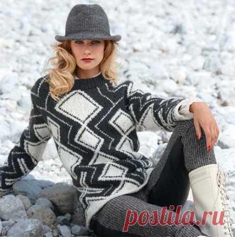 Норвежский свитер в стиле модерн Северные узоры можно интерпретировать и так: современный дизайн из чёрно-белых ромбов, лаконичный крой и высококачественная пряжа. Журнал «Verena» № 4/2013 #ДляЖенщин #ВязаниеСпицы #джемпер #verena