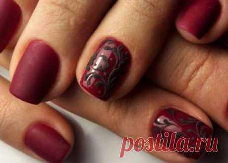 Роскошь в оттенках бордо - 18 примеров новогоднего маникюра на короткие ногти