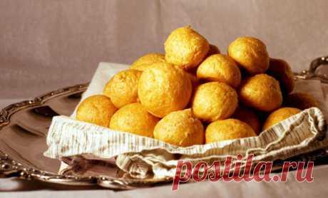 Картофельные пончики на дрожжах Готовим картофельные пончики на дрожжах. Картофельные пончики могут быть в виде круглых шариков, пло...