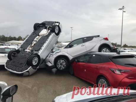 Торнадо в Израиле поднял в воздух новые машины на парковке (5 фото + 1 видео) . Тут забавно !!!