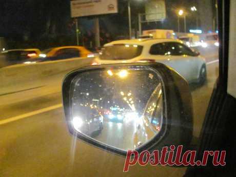 Стоит ли пропускать машину, моргающую сзади фарами?   Автомеханик   Яндекс Дзен
