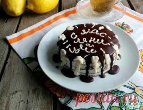 Шоколадно-блинный торт с черносливом и творогом – кулинарный рецепт