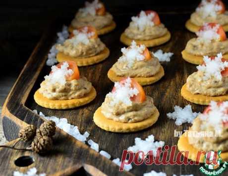 Новогодние крекеры с рыбным паштетом – кулинарный рецепт