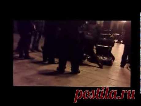▶ Жесть, беркут по зверски избил и разогнал митингующих на Майдане в Киеве. - YouTube