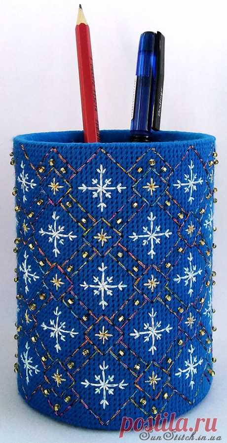Новогодний мотив для вышивки канцелярского стаканчика