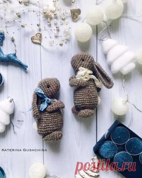 PDF Шерстяной Зайчик крючком. FREE crochet pattern; Аmigurumi doll patterns. Амигуруми схемы и описания на русском. Вязаные игрушки и поделки своими руками #amimore - Заяц, зайчик, кролик, зайчонок, зайка, крольчонок.