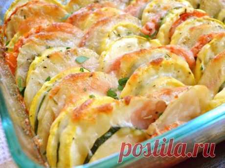 Запеканка из овощей — минимум калорий, а на вкус объедение Ингредиенты 1–2 помидора 200–250 г кабачков 1 болгарский перец 3 ст. л. сметаны 2 ст. л. молока 1 яйцо 30 г твердого сыра соль, перец и другие специи...