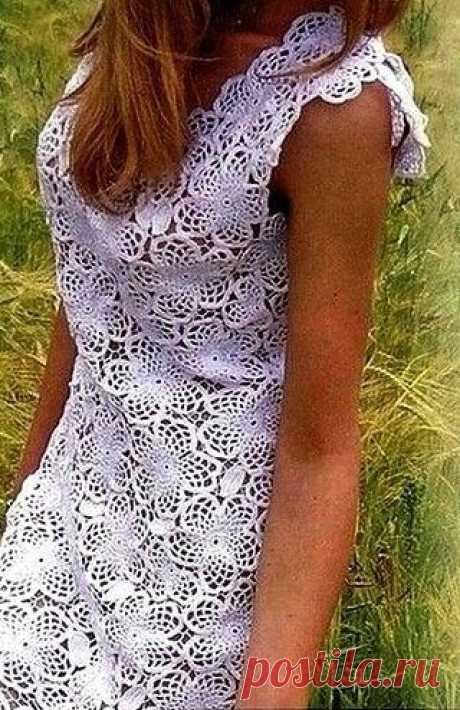 Летнее платье крючком Здравствуйте, дорогие мои вязальщицы и вязальщики! Сегодня я хотела бы показать вам летнее платье, связанное крючком из нескольких мотивов. Платье из мотивов крючком Преобладают в платье мотивы целого цветка, встречаются также мотив-цветок, состоящий из 3 лепестков, и мотив-листик. рукоделие, вязание,рукоделие,вязание крючком,кофточка крючком,вязание из мотивов,ирландское кружево,мотивы крючком,платье крючком,топ крючком,узор крючком, хобби