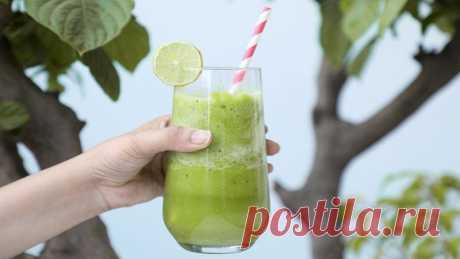Домашнее смузи для похудения Смузи, просто новомодный коктейль из овощей, зелени или фруктов, а прекрасное средство для очищения организма, усиливающая метаболизм и способствующий похудению. Смузи для похудения - это отличное начало дня, тем более, что приготовить его в домашних...