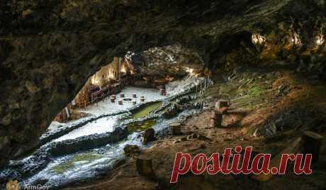 Пещерно-крепостной комплекс Зарни-Парни был построен в X веке. Он находится на севере страны (Лорийская область) #Видео