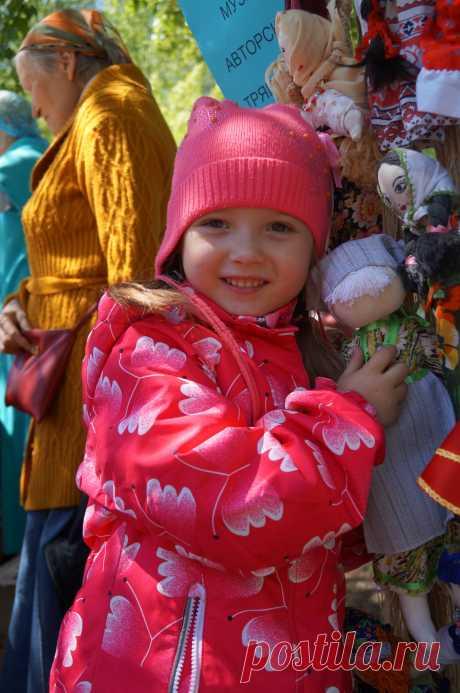 """Куколки из Музея тряпичной авторской куклы по акции """"Замени барби"""" так же очень нравятся всем детишкам!!!!"""