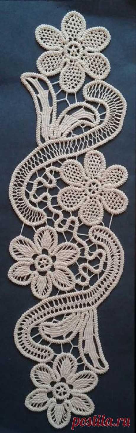 "Doily Romanian Point Lace Style ECRU (Beige) Floral Pattern 15"" x 6"""