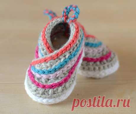 Ravelry: Baby Kimono Slippers pattern by Caroline Brooke