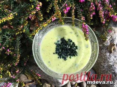 Суп-велюте из кабачков Суп-велюте из кабачков. Приготовление:Морковь натереть и припустить на сковороде (используя масло или несколько капель воды), добавить мелко нарезанную цветную капусту и кабачки