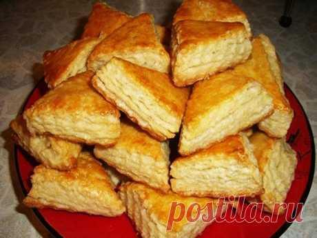 Печенье на кефире Печенье на кефире — просто супер рецепт на каждый день! Выпечка для детей и взрослых. Ингредиенты: -мука 500 г -сахар 0.5-0.75 стакана -кефир 2 стакана