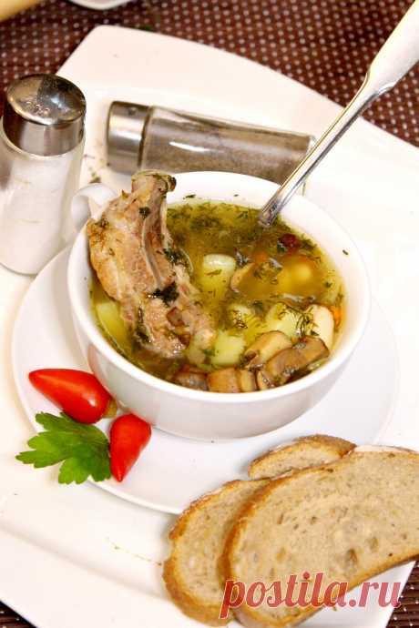 Мой рецепт фасолевого супа. Свиные рёбрышки и грибы в его основе. Зажарка особенным способом. - Рецепты для дома Мой фасолевый суп готовится на свиных рёбрышках, в его основе так же есть грибы и смесь овощей, но я его готовлю со своими особенностями. Свиные рёбра я дополнительно обжариваю, что бы они прибавили супу дополнительный оттенок вкуса. Грибы я жарю в оставшемся жиру от ребрышек, это тоже придаст им вкус. Все остальное, очень просто — […]