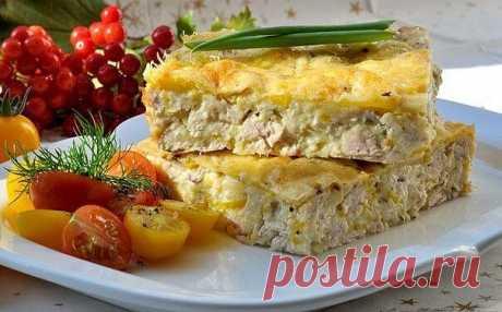Легкий куриный пирог-запеканка (для завтрака)  Калорийность на 100 гр - 130 ккал  Ингредиенты: - Вареное куриное филе - 300 гр - Мука - 50 гр - Яйцо (некрупное) - 2 шт - Молоко - 150 гр - Сыр твердый низкой жирности - 50 гр - 1/2 ч.л. разрыхлителя - Приправы (черный перец, карри, итальянские травы) - по вкусу - Соль - по вкусу  Рецепт: 1) Куриное филе мелко нарезаем.  2) Взбиваем яйца с солью и молоком, добавляем муку, разрыхлитель и приправ, таким образом получается негус...