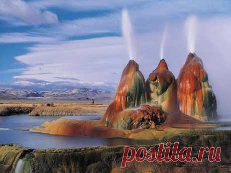 Самые красивые гейзеры планеты  Гейзер – это источник, выбрасывающий струи горячей воды и пара. Как правило, гейзеры появляются там, где активна вулканическая деятельность на поздней стадии. Больших активных гейзеров в мире немного…