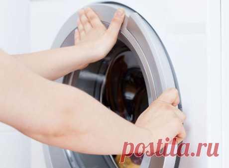 Почему блокируется дверца стиральной машинки и как открыть Главное назначение запирающего механизма — предотвращение выливания воды. Поэтому створка надёжно и плотно закрыта во время всего процесса стирки.